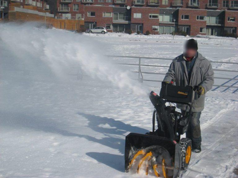 Valymo paslaugos. Prižiūrime teritorijas, kasame sniegą, turime spec. įrangą.