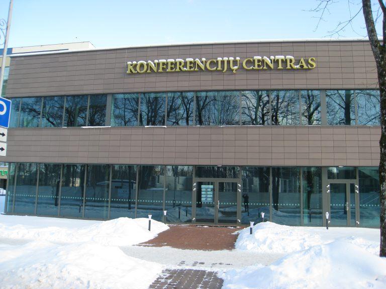 Valymo paslaugos atliktos Konferencijų centre, Druskininkuose. Po remonto ir statybos darbų išvalyti langai, stiklinės pertvaros, išvalytos ir impregnuotos grindų plytelės.