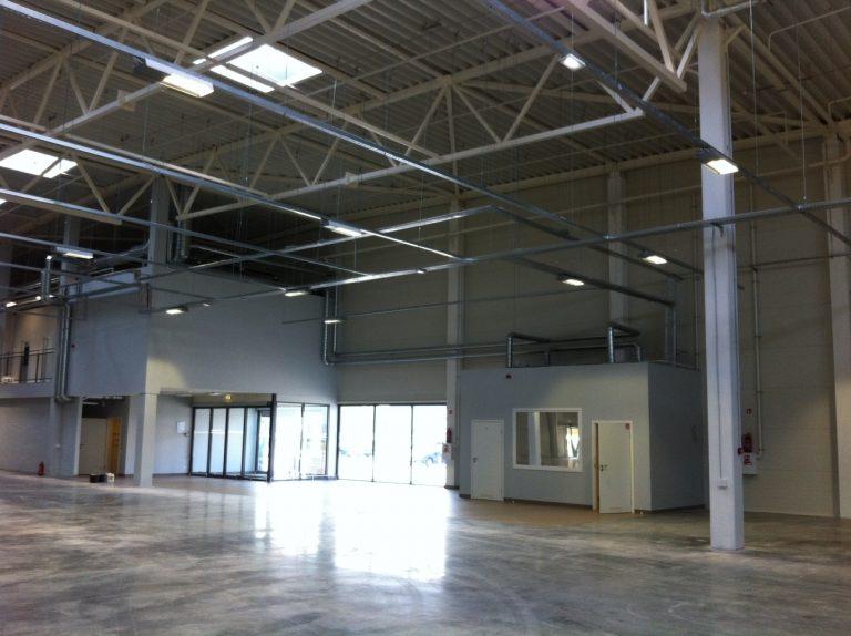 Išvalyta parduotuvė Moki veži. Po statybos darbų išvalytos parduotuvės vidaus patalpos ir fasadas.