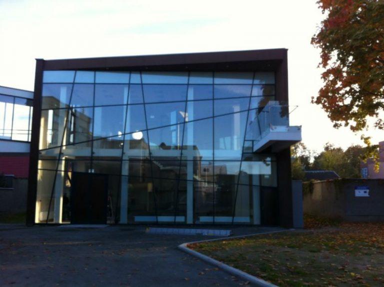 Išvalyta Dailės studija Panevėžyje. Po statybos darbų išvalytos vidaus patalpos ir sunkiai pasiekiami langai naudojant spec. įrangą.